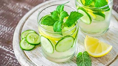 Користь в кожному ковтку: вода-детокс з лимоном, огірком і м'ятою