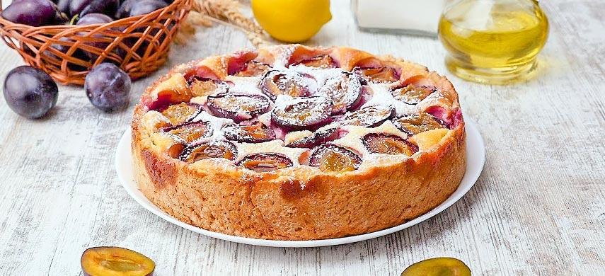 Ароматний пиріг зі сливами 1
